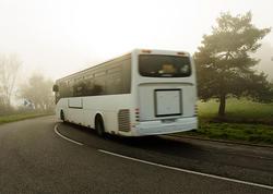"""Turistləri aparan avtobus dərəyə yuvarlandı: <span class=""""color_red"""">14 yaralı var</span>"""