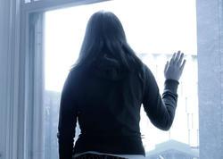 Bakıda qadın uşaqları qayınanasına verib özünü binadan atdı - VİDEO