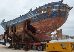 """Miqrantların """"ölüm gəmisi"""" Venesiyada incəsənət yarmarkasında nümayiş etdirilir"""