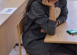 Bakı məktəbində qıza bez verildi - Aləm bir-birinə dəydi...