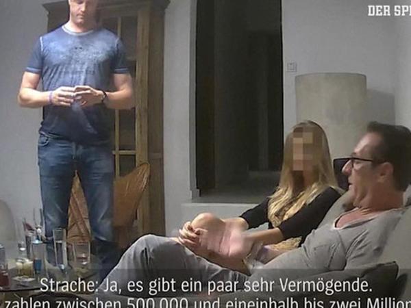 """Vitse-kanslerin qadınla qalmaqallı videosu yayıldı - <span class=""""color_red"""">Ölkə erkən seçkiyə gedir - FOTO</span>"""