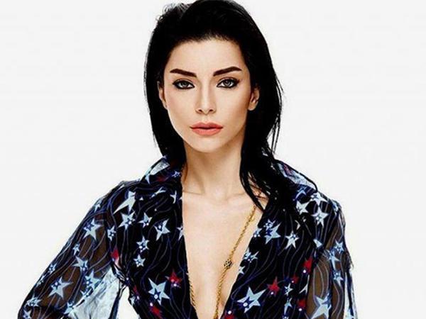 Tanınmış aktrisa çılpaq görüntüləri ilə şantaj olunur