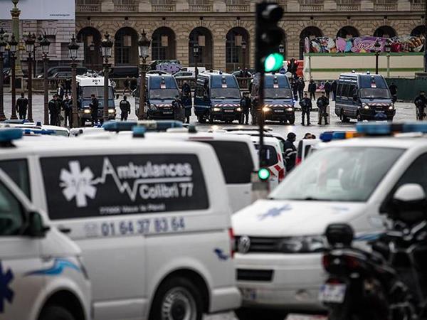 """Parisdə yollar bağlandı - <span class=""""color_red"""">Taksi və təcili yardım sürücüləri tətil edir</span>"""