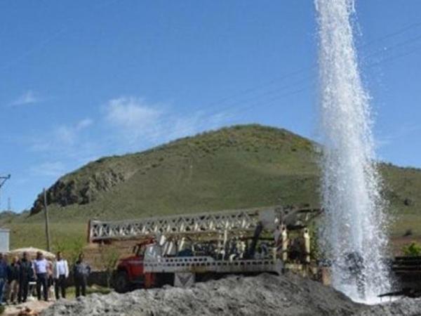 Türkiyədə 470 metr dərinlikdə isti su fontan vurub