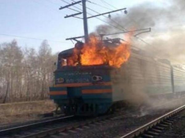 Azərbaycanda teplovoz yandı