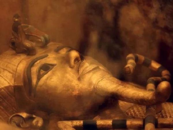 Misir fironu Tutanhamonun amuleti başqa planetdən gətirilib - Elmi təsdiq