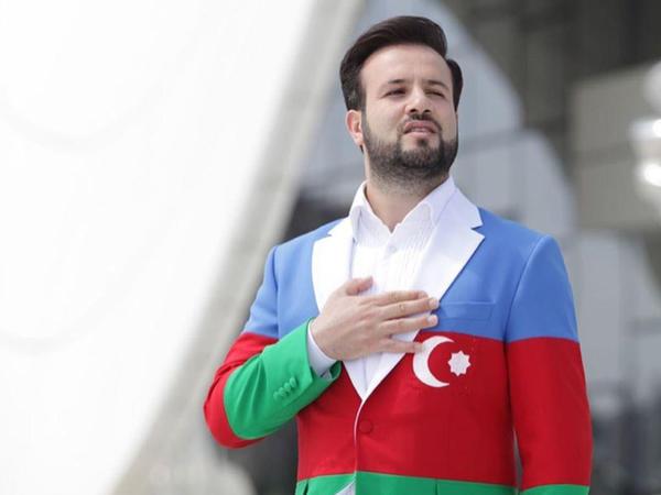 """Elnur bayraqdan paltar geyindi, <span class=""""color_red"""">tənqid olundu - FOTO</span>"""