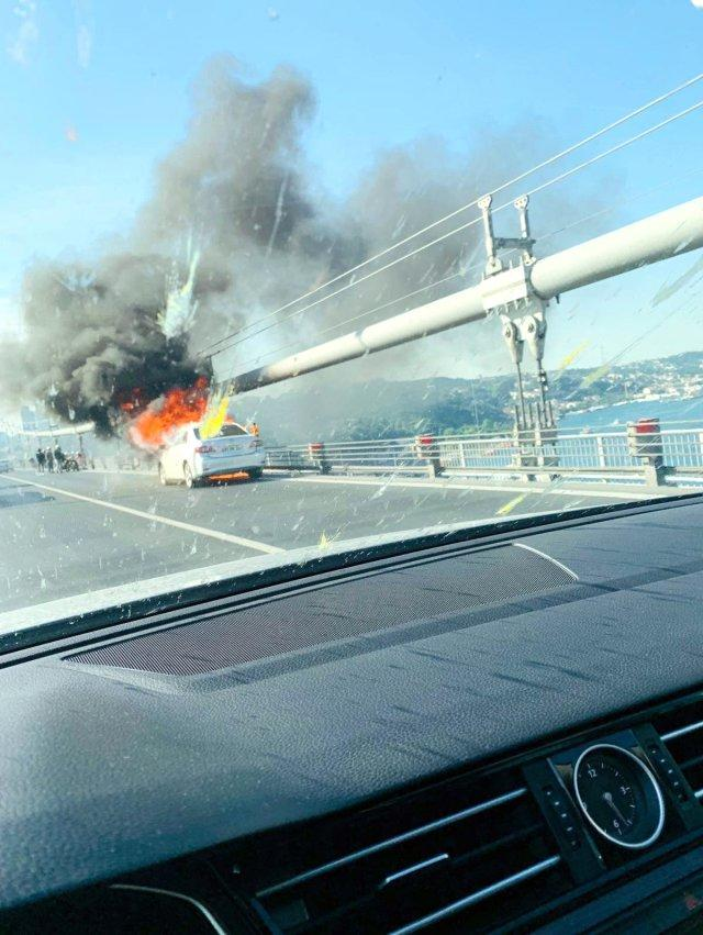 Kişi avtomobilini yandırıb, özünü körpüdən atdı - VİDEO - FOTO