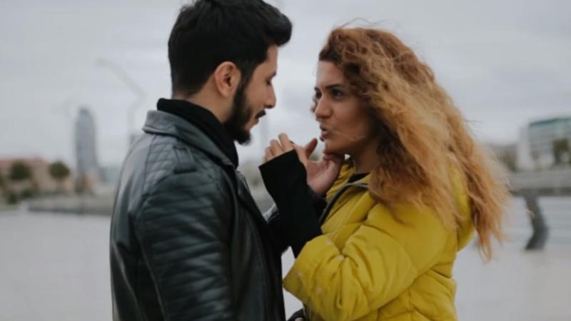 Ərindən ayrılan azərbaycanlı müğənni məşhur türk futbolçu ilə sevgilidir?
