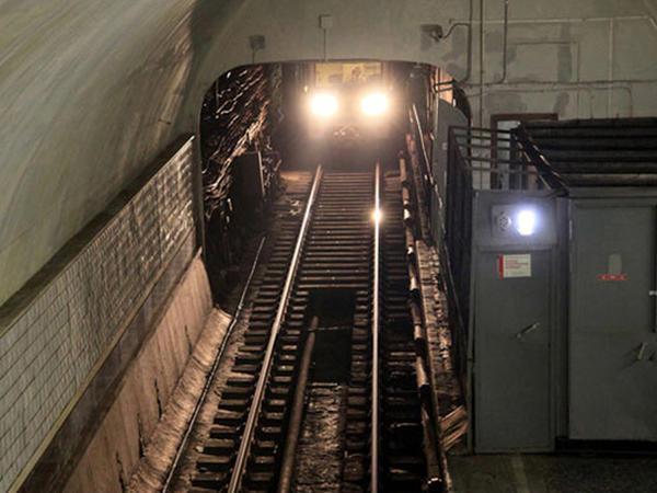 Moskva metrosunda qatarlar yenə tuneldə qaldı