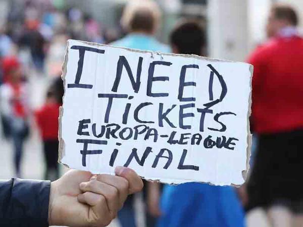 """Final oyununa qarşı yeni oyun: <span class=""""color_red"""">Londonda bilet """"sövdələşməsi""""</span>"""
