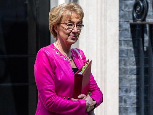 Britaniya İcmalar Palatasının lideri istefaya gedib