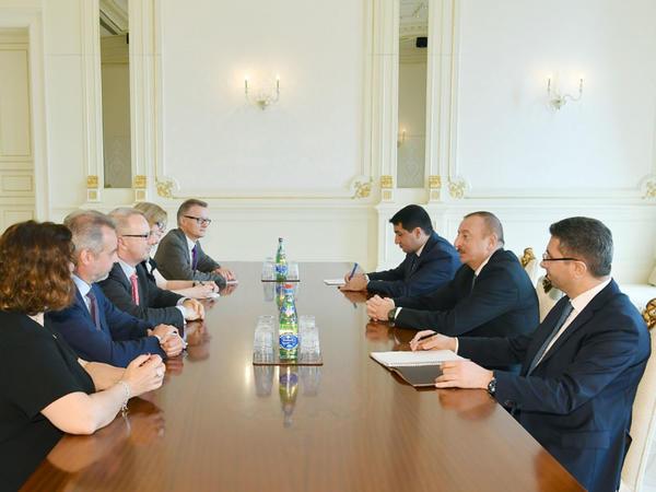 Prezident İlham Əliyev Almaniya Bundestaqının nümayəndə heyətini qəbul edib - FOTO