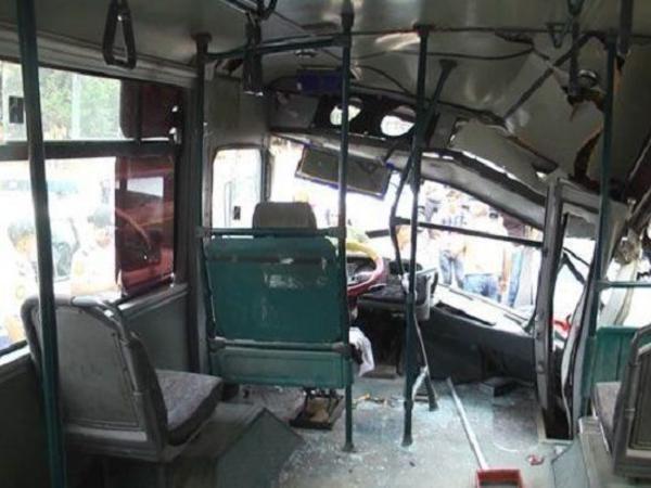 """Sumqayıtda sərnişin avtobusu qəza törətdi - <span class=""""color_red"""">VİDEO</span>"""