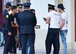 """Polis """"Torqovı""""da """"Vor v zakone"""" yazılı köynəklə gəzənləri saxladı"""