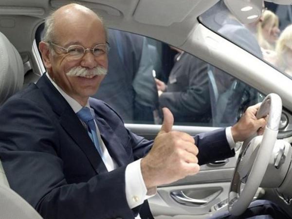 """Təqaüdə çıxan """"Mercedes""""in rəhbəri """"BMW""""yə oturub getdi - <span class=""""color_red"""">VİDEO</span>"""