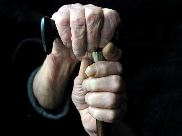 Qocalar evində 92 yaşlı qadını yastıqla boğub öldürdülər