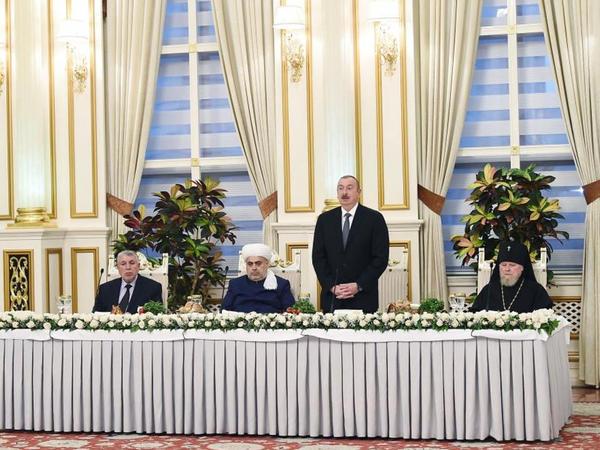 """Prezident İlham Əliyev: """"Biz tarixi, dini abidələrimizi qoruyuruq və burada da dövlət və din bir yerdədir"""""""