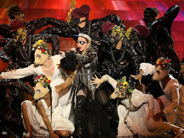 """Elə bildi Madonna da """"Eurovision""""a qatılıb"""