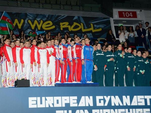 Aerobika gimnastikası üzrə Avropa Çempionatında komanda şəklində çıxış edən böyük gimnastlar arasında qaliblər mükafatlandırılıb - FOTO