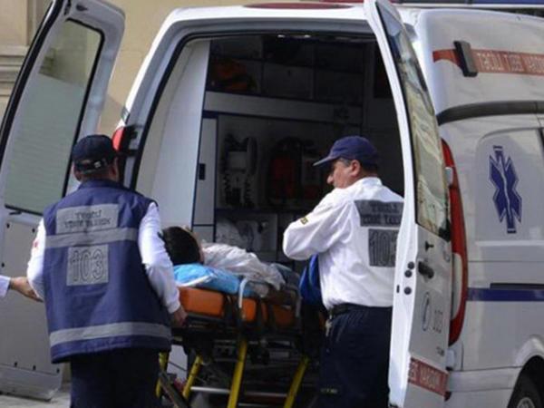 53 yaşlı kişi ağacdan yıxılıb, vəziyyəti ağırdır