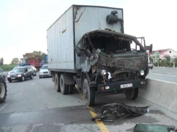 """Kürdəmirdə """"KAMAZ"""" traktora çırpıldı"""