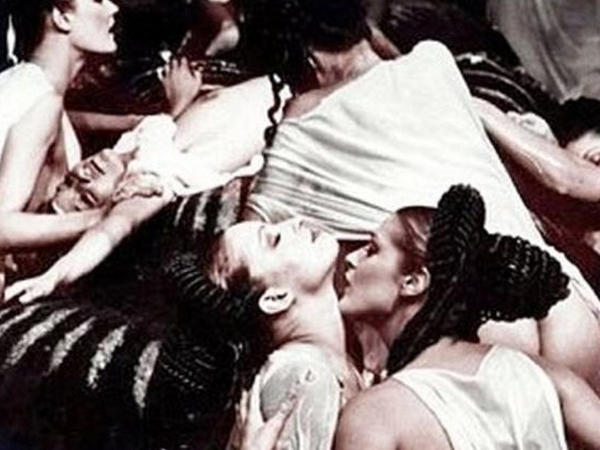 """Kütləvi seks tədbirlərinin təşkilatçısı və iştirakçısı olan dövlət başçısı haqda <span class=""""color_red"""">ŞOK FAKTLAR - FOTO</span>"""