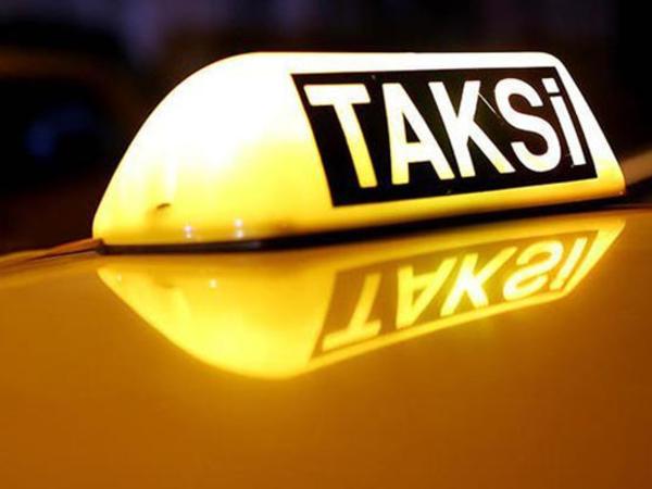 """Bakıda tıxacda qalan taksi sürücüsü qaydaları belə pozdu - <span class=""""color_red"""">VİDEO</span>"""