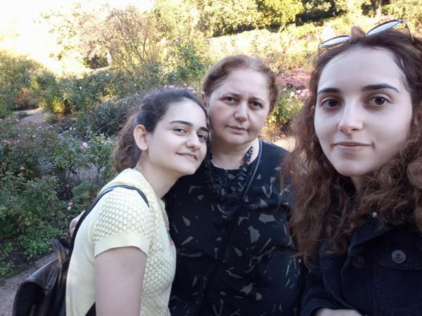 """Aynur Sofiyevanın qızları niyə şahmatçı olmadı? - <span class=""""color_red"""">Məşhurların övladları - FOTO</span>"""
