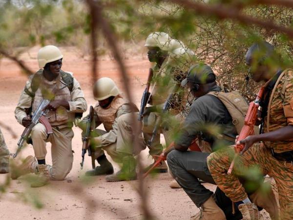 Burkina Fasoda kilsəyə silahlı hücumda üç adam öldürülüb