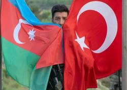 Kənan MM-dən Respublika günü ilə bağlı türk serialında bayraq jesti - FOTO