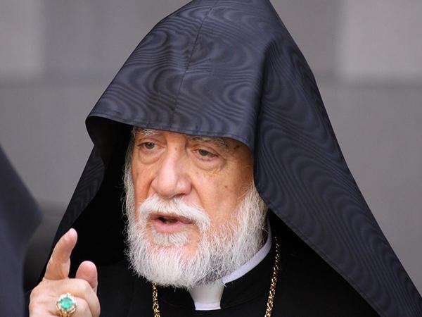 Erməni katolikosu Qarabağı Ermənistana birləşdirməyə çağırdı