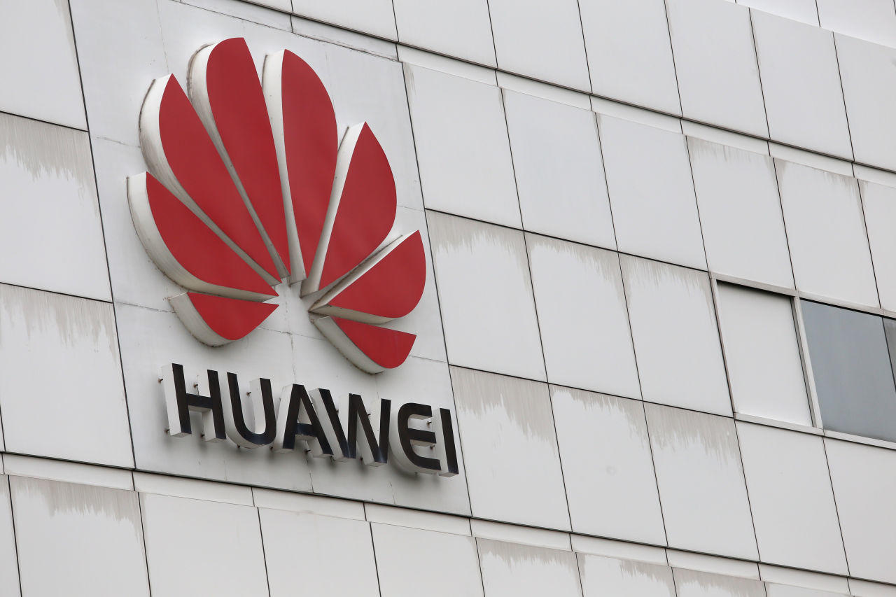 """""""Huawei"""" şirkətin qara siyahıya alınması ilə əlaqədar ABŞ məhkəməsinə müraciət edib"""