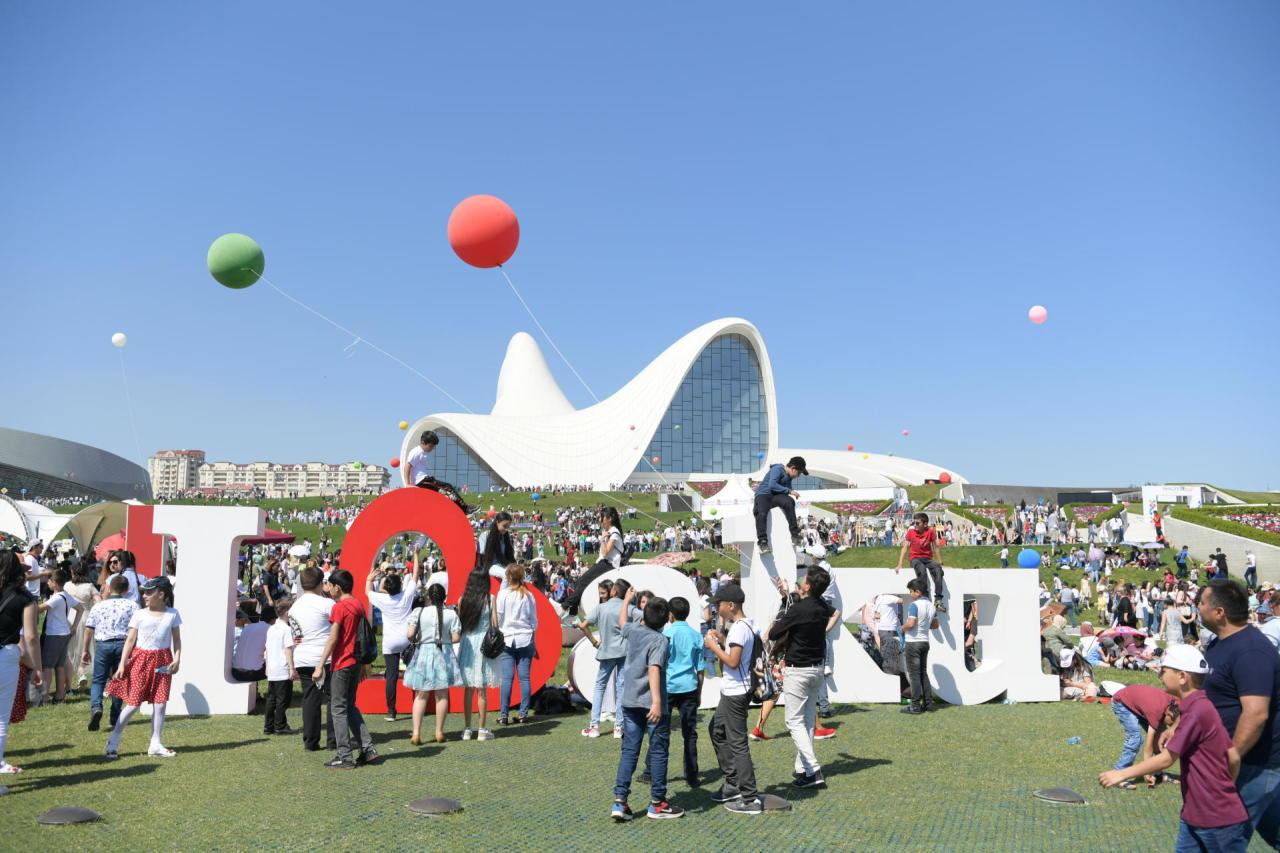 Heydər Əliyev Mərkəzinin parkında Uşaq festivalı keçirilib
