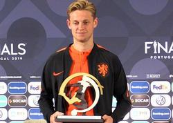 UEFA Millətlər Liqasında SOCAR mükafatı de Yonqa təqdim olundu