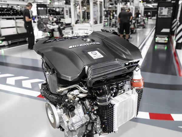Mercedes-Benz ən güclü dördsilindrli mühərriki təqdim edib - VİDEO