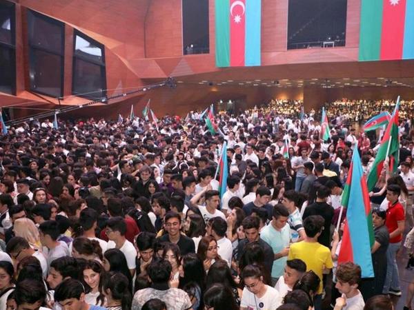Bakı Konqres Mərkəzində məzun gecəsi keçirilib - FOTO