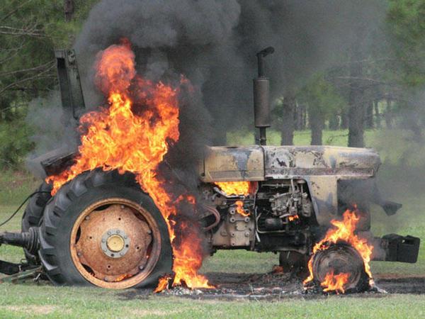 Goranboyda kombayn, Sabirabadda traktor qoşqusu yanıb
