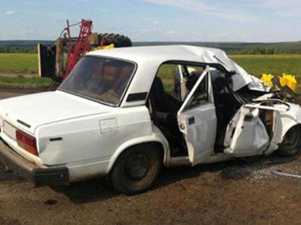Avtomobil krana çırpıldı, sürücü öldü