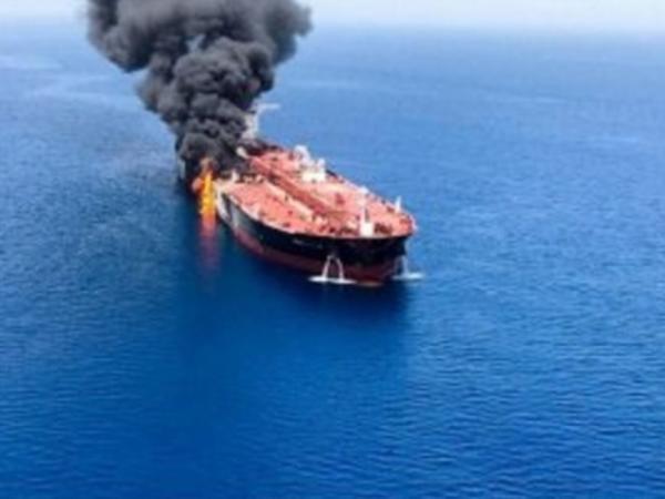 """Oman körfəzində neft tankerlərinə hücum: <span class=""""color_red"""">İran ABŞ pilotsuz təyyarəsinə də raket atıb - FOTO</span>"""