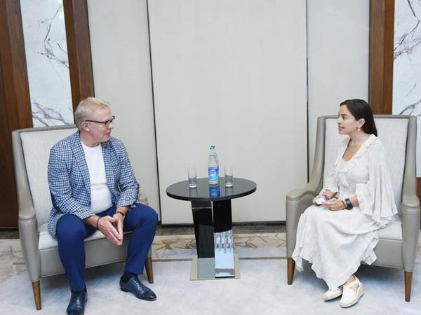 Heydər Əliyev Fondunun vitse-prezidenti Leyla Əliyeva BMT-nin xoşməramlı səfiri Vyaçeslav Fetisovla görüşüb