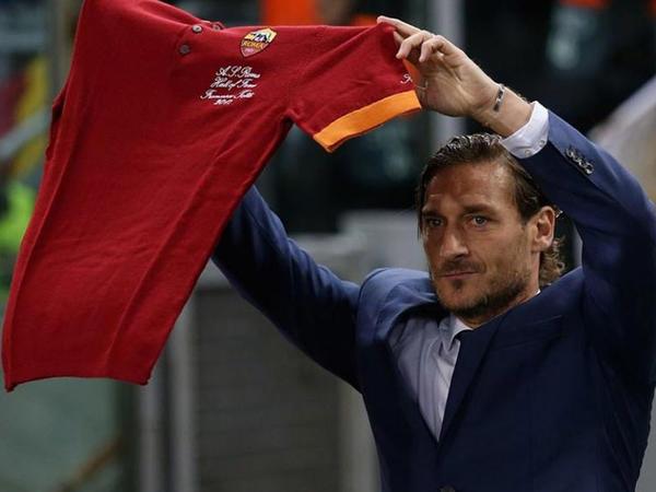 """&quot;Ölsəydim, daha yaxşı olardı&quot; - <span class=""""color_red"""">Totti """"Roma""""dan getdi</span>"""