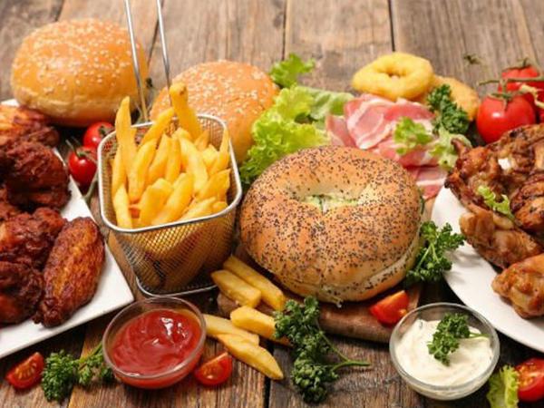 """""""Fast-food"""" yeməklərin növbəti zərəri üzə çıxdı"""