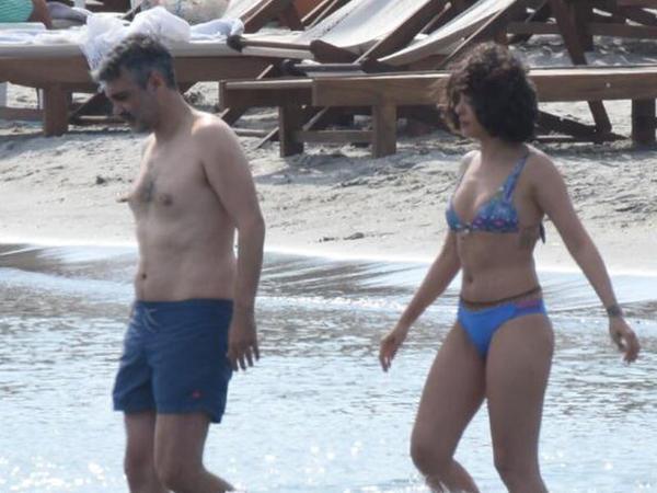 Bikinidə görüntülənən aktrisanın sellülitləri diqqətdən qaçmadı - FOTO