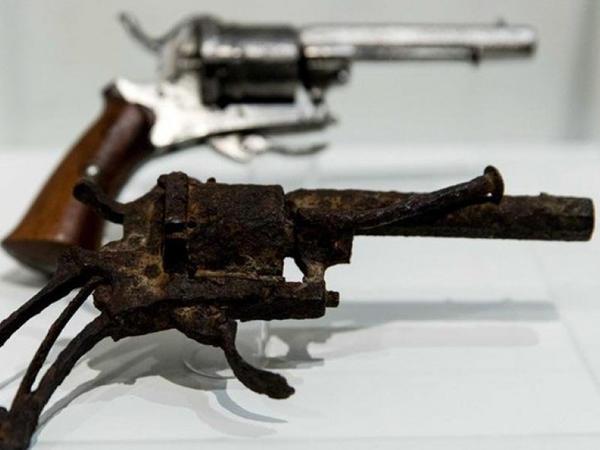 Məşhur rəssamın həyatına son qoyan revolver hərraca çıxarılacaq