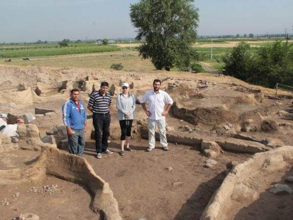 Rusiyalı alim Azərbaycanın neolit dövrü keramikasını tədqiq edir