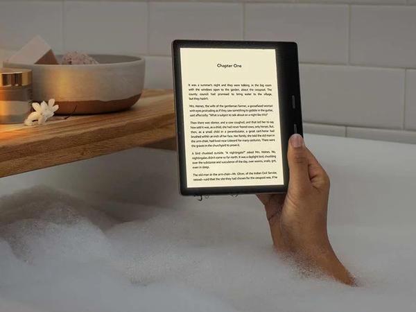 """Yeni nəsil """"Amazon Kindle Oasis"""" elektron kitabı təqdim olunub"""