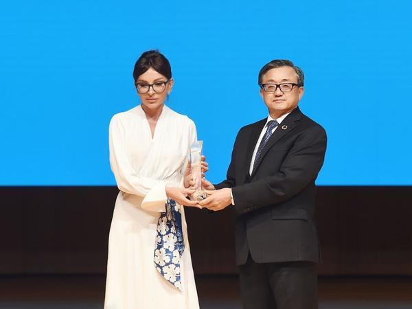 Azərbaycanın Birinci vitse-prezidenti Mehriban Əliyevaya BMT-nin xüsusi mükafatı təqdim edilib - FOTO
