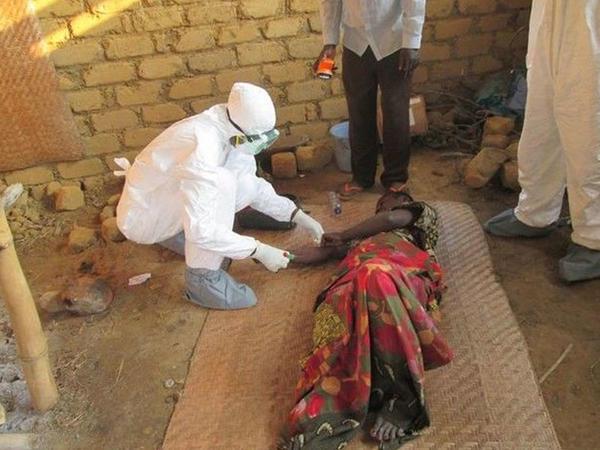 """""""Ebola"""" bu ölkəni darmadağın edir - <span class=""""color_red"""">1500 ölü</span>"""