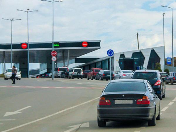 Gürcüstan sərhədçiləri erməniləri aparan avtobusu saxladı